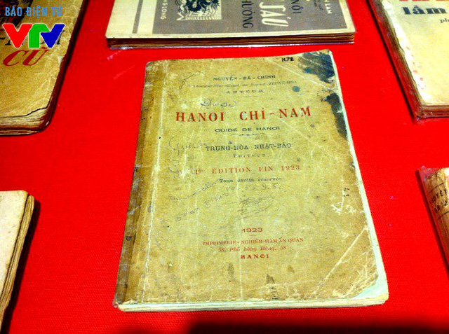 Hà Nội chỉ nam của ông Nguyễn Bá Chính là cuốn sách cổ nhất tại triển lãm, chứa đựng nhiều tư liệu về du lịch, con người, địa chính Hà Nội thời thuộc Pháp.