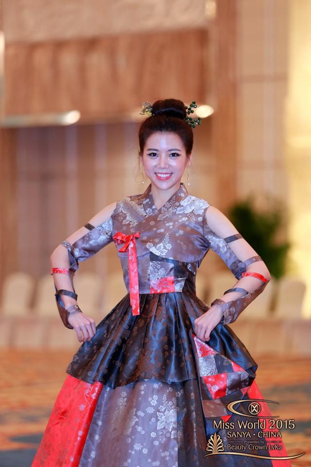 Trang phục lấy cảm hứng từ bộ Hanbok truyền thống của người đẹp Hàn Quốc
