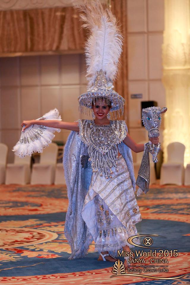 Trang phục của người đẹp đến từ Nicaragua là sự kết hợp yếu tố văn hóa Tây Ban Nha và văn hóa bản địa