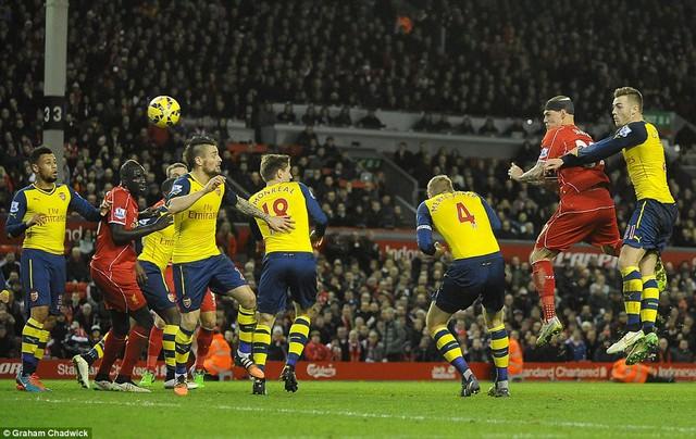 Liverpool và Arsenal đã hòa 2-2 tại trận lượt đi