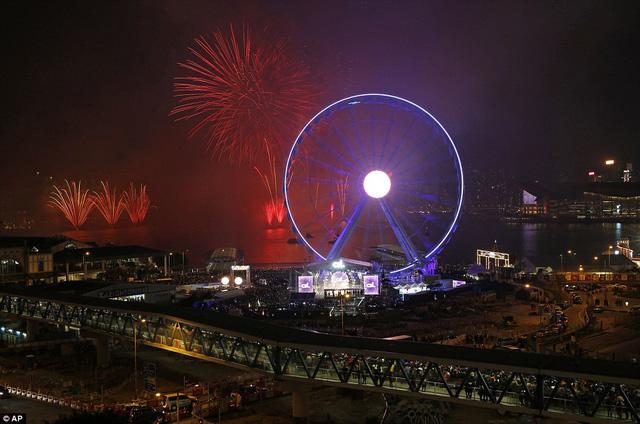 Người dân Hong Kong đã có dịp chứng kiến một màn pháo hoa đặc sắc