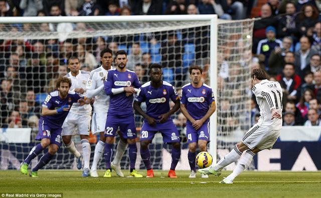 Pha sút phạt thần sầu của Gareth Bale