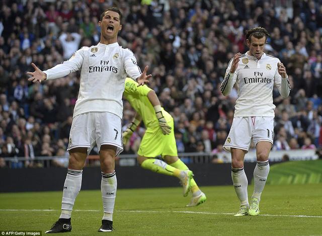 Sự bực tức của Cris Ronaldo khi không được Gareth Bale chuyền bóng
