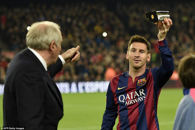 Messi được trao kỷ niệm chương vì đã trở thành cầu thủ ghi nhiều bàn thắng nhất La Liga