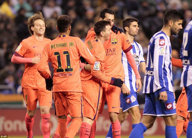 Barcelona tiếp tục bám đuổi Real Madrid với khoảng cách 1 điểm