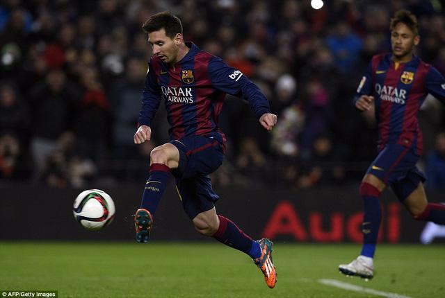 Messi ghi bàn từ chấm phạt đền