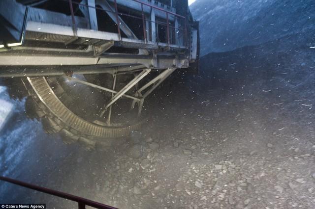 Chiếc cưa khổng lồ có thể khai thác tới 4.500 tấn than mỗi giờ