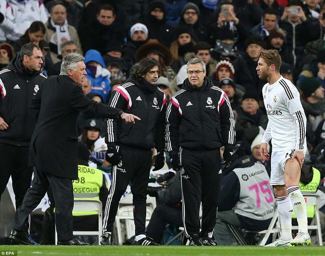 Trung vệ Ramos phải rời sân trong tình trạng chấn thương