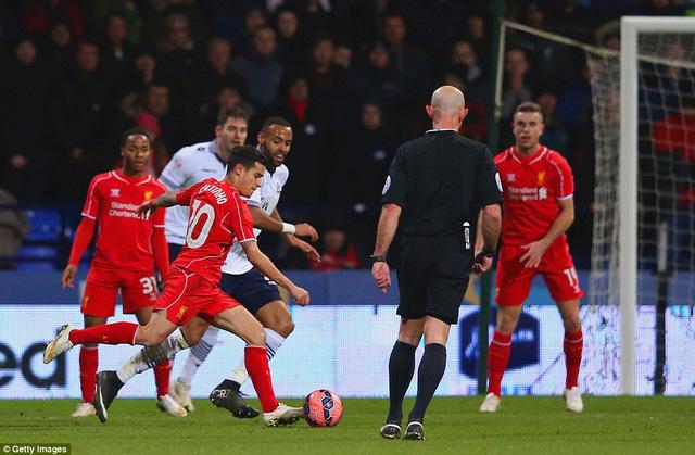 Coutinho ấn định chiến thắng cho Liverpool ở phút 90