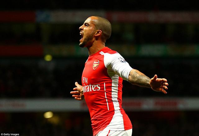 Theo Walcott ghi bàn thắng thứ 2 cho Arsenal