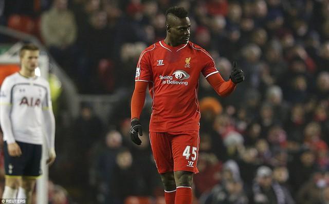 Mario Balotelli bình thản ăn mừng bàn thắng đầu tiên trong màu áo CLB Liverpool