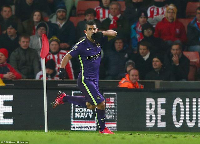 Sergio Aguero lập được một cú đúp ở các phút 33 và 70