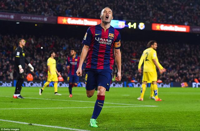 Andres Iniesta nâng tỷ số lên 2-1 ở phút 49