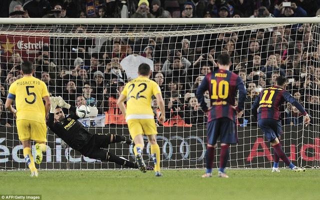 Neymar đá hỏng quả phạt đền ở phút 70