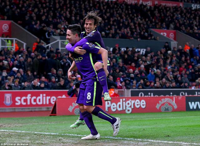 Samir Nasri ấn định chiến thắng 4-1 cho Man City ở phút 76