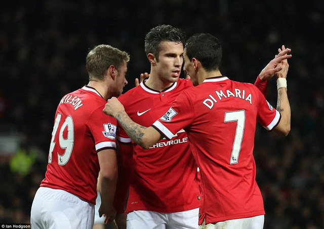 Robin van Persie ấn định chiến thắng cho Man Utd từ chấm phạt đền ở phút 84