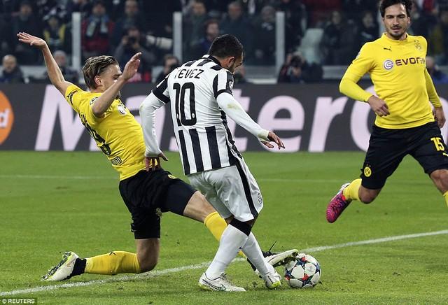 Carlos Tevez  mở tỷ số cho Juventus ở phút 13