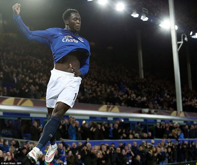 Lukaku cùng Everton đang bay cao tại Europa League