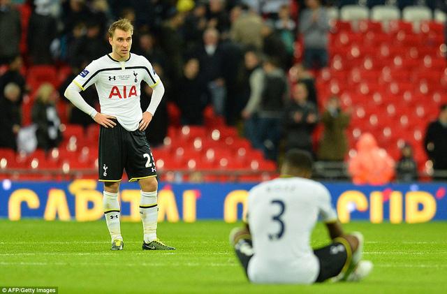 Eriksen bần thần trông về thất bại của Tottenham.