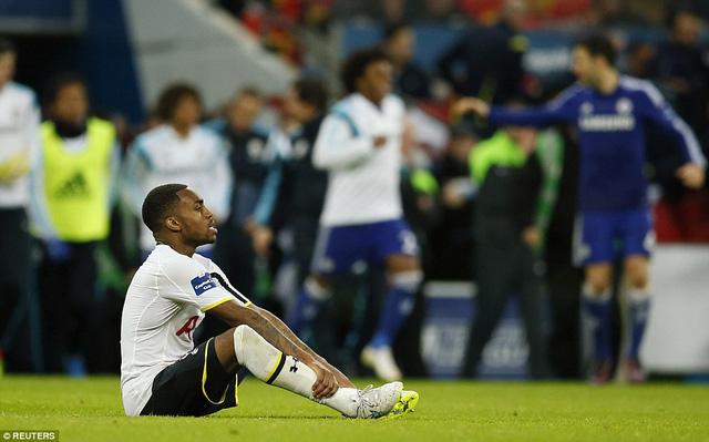 Hết giờ! Nỗ lực của Azpilicueta và các đồng đội đã được đền đáp bằng một chiến thắng cho Chelsea, qua đó, mang về cho phòng truyền thống của sân Stamford Bridge thêm một danh hiệu League Cup. Trái ngược với sự vui mừng của Chelsea, Danny Rose bên phía Tottenham tỏ ra vô cùng tiếc nuối.