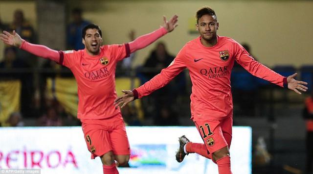Neymar lập một cú đúp trong chiến thắng 3-1 của Barcelona