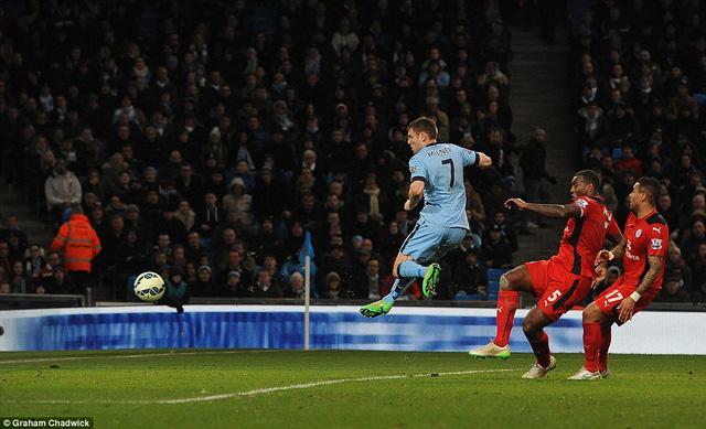 James Milner ấn định chiến thắng 2-0 cho Man City