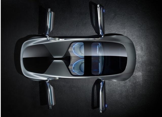 Xe được thiết kế sang trọng với kiểu dáng của một phương tiện di chuyển trong tương lai