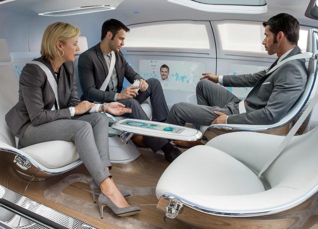 Không gian bên trong xe rộng rãi, được thiết kế như một phòng khách sang trọng