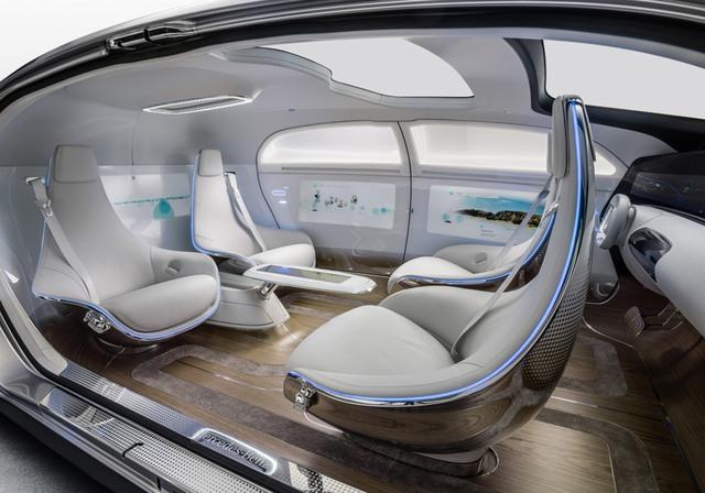 Xe được trang bị 4 ghế ngồi với 2 ghế có thể xoay 360 độ