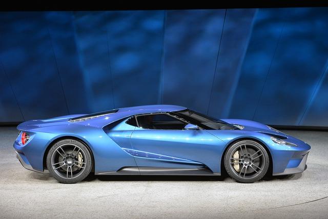 Khung xe được chế tạo chủ yếu bằng các vật liệu nhẹ như nhôm và sợi Carbon