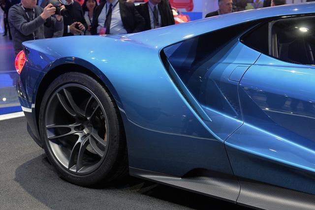 Siêu xe sở hữu lốp được Pilot thiết kế riêng