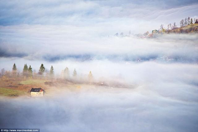 Khung cảnh tuyệt đẹp với mây trắng