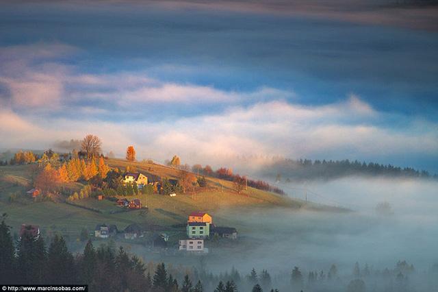 Cuối mùa thu, vắt sang mùa đông, khung cảnh vô cùng ngoạn mục.
