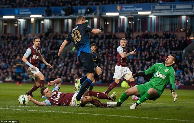 Tấn công nhiều nhưng không ghi được bàn, Man City đã phải hứng chịu quy luật nghiệt ngã trong bóng đá.
