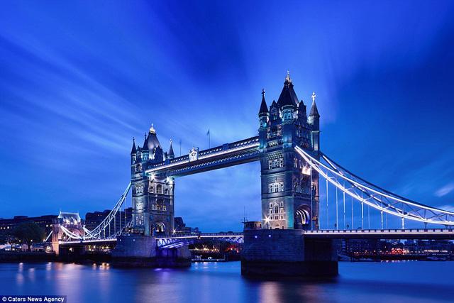 Tòa tháp ở London là một trong những nơi được chụp đầu tiên