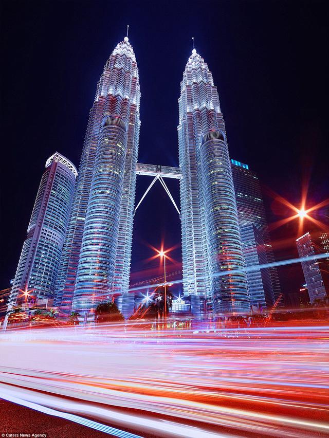 Tòa tháp đôi ở Kuala Lumpur khiến người xem choáng ngợp