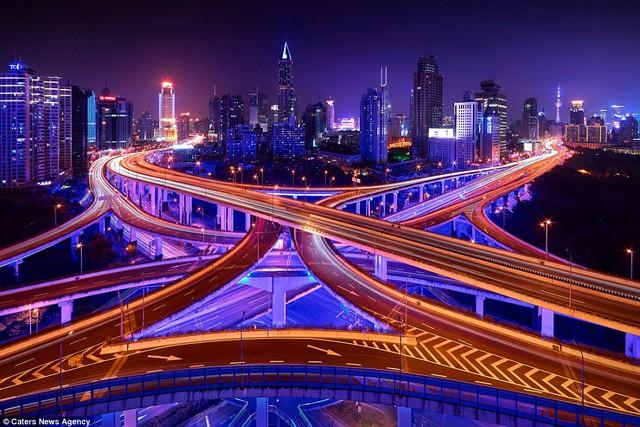 Thành phố hoa lệ Thượng Hải trong bức ảnh đầy ánh sáng