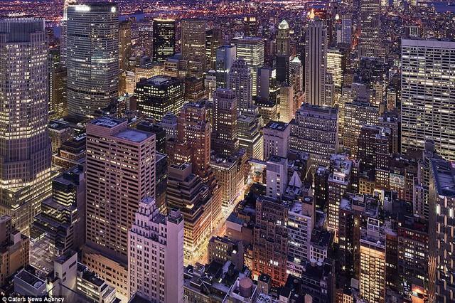 Những tòa nhà chọc trời ở New York vào ban đêm