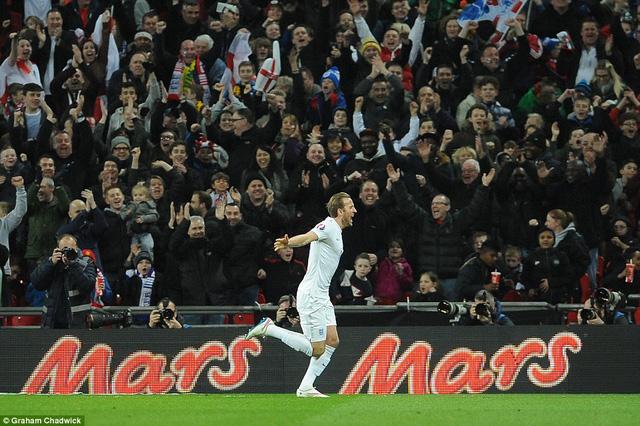 Harry Kane có bàn thắng đầu tiên trong lần đầu được khoác áo đội tuyển Anh.