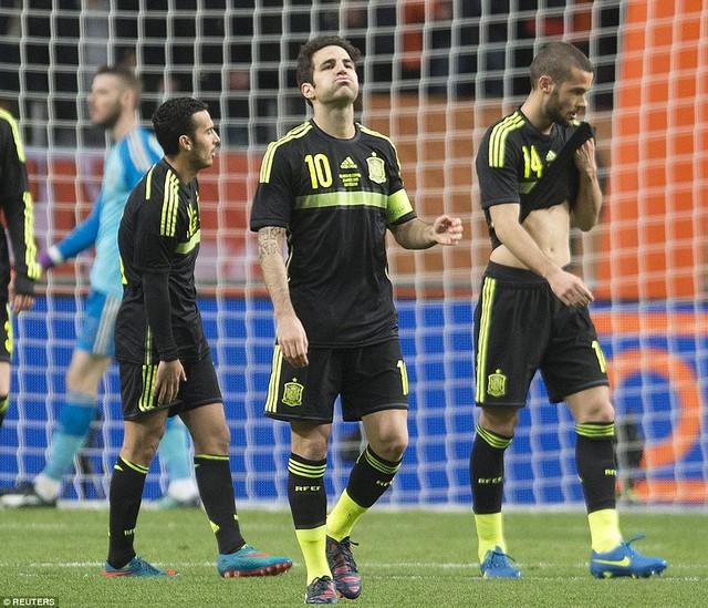 Tây Ban Nha tiếp tục phải ôm hận trước Hà Lan