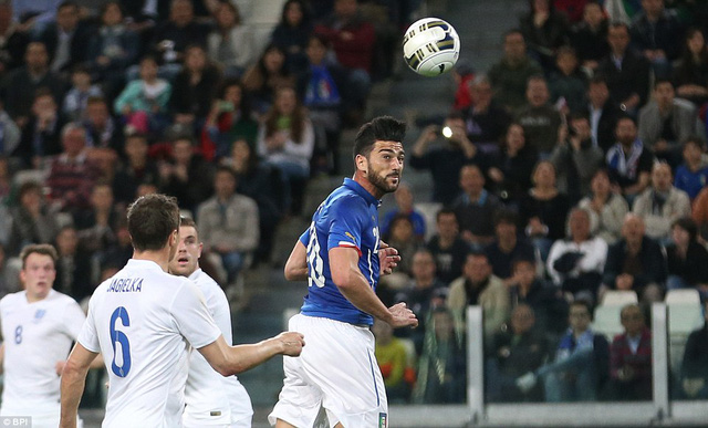 Graziano Pelle mở tỷ số cho Italy ở phút 29