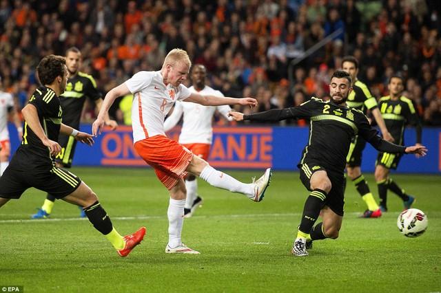 Klaassen ấn định chiến thắng 2-0 cho Hà Lan