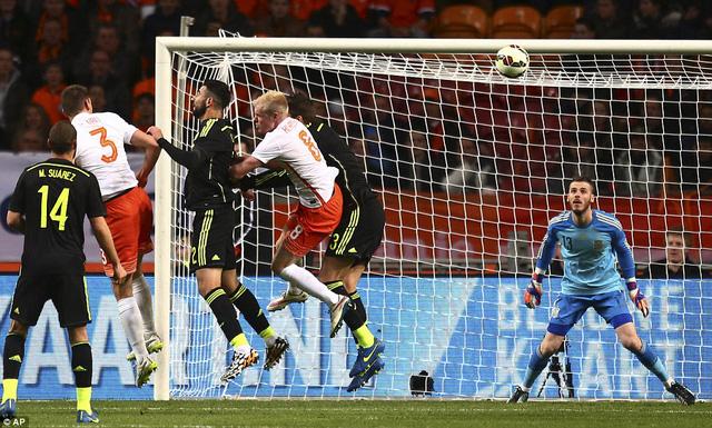 Hậu vệ De Vrij  mở tỷ số cho Hà Lan ở ngay phút 13