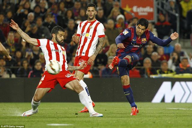 Luis Suarez lập một cú đúp trong chiến thắng 4-0 của Barcelona