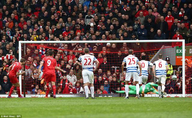 Gerrard sút hỏng phạt đền ở phút 79