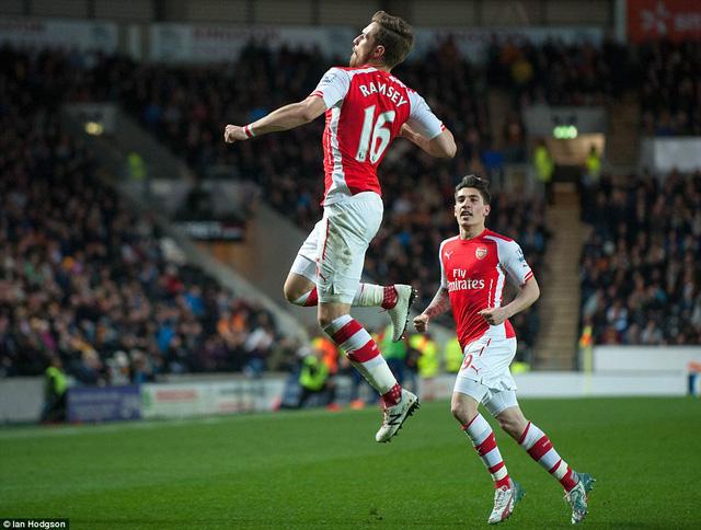 Aaron Ramsey đóng góp một bàn thắng trong chiến thắng 3-1 của Arsenal