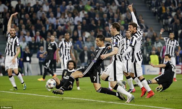 Cơ hội vẫn chia đều cho cả Real Madrid và Juventus