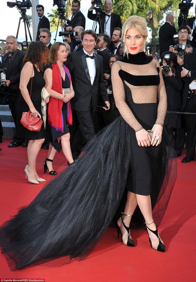 Xấu có lẽ là tính từ duy nhất có thể miêu tả về chiếc váy của Hofit Golan.