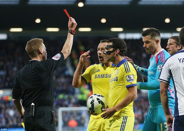 Chiếc thẻ đỏ gây tranh cãi của Fabregas ở phút thứ 29