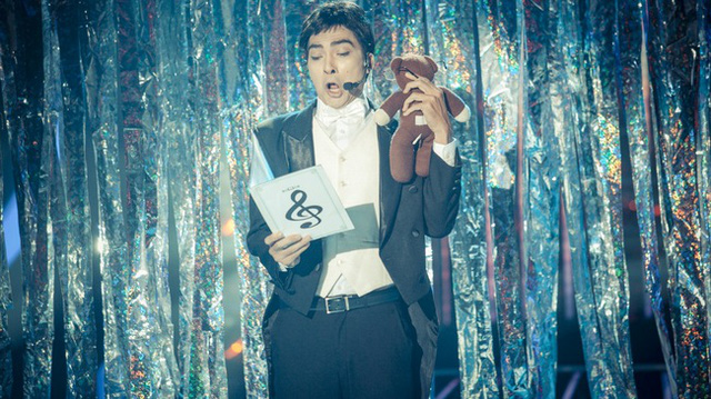 Khương Ngọc diễn tả đúng phong cách của Mr. Bean trên sân khấu Gương mặt thân quen 2015 (Ảnh: GMTQ)
